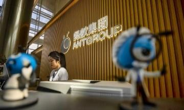 Китай призупинив продаж акцій гіганта Ant Group через підозрілість до успіху приватних компаній. Дрібні інвестори в розпачі