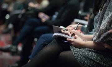 Спілка журналістів: Минулого року в Україні зафіксували 77 нападів на представників ЗМІ