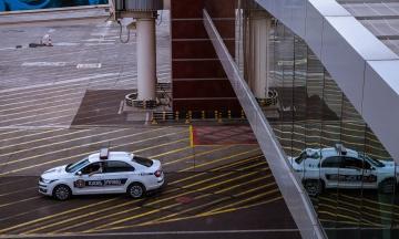 У Грузії грабіжник банку разом із трьома заручниками покинув будівлю і зник на авто