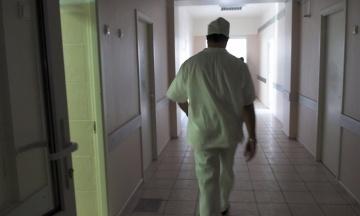 Працівника Національного інституту раку викрили на крадіжках ліків та інструментів для операцій на 10 млн гривень