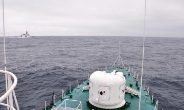 Три російські кораблі провокували американський Hamilton і український флагман