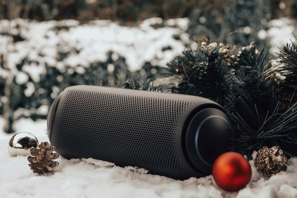 Послушайте треки через портативную колонку LG XBOOM Go