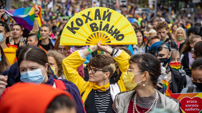У Києві відбувся Марш рівності на підтримку ЛГБТ-спільноти. У ньому взяли участь понад п'ять тисяч людей. 15 дуже добрих фотографій