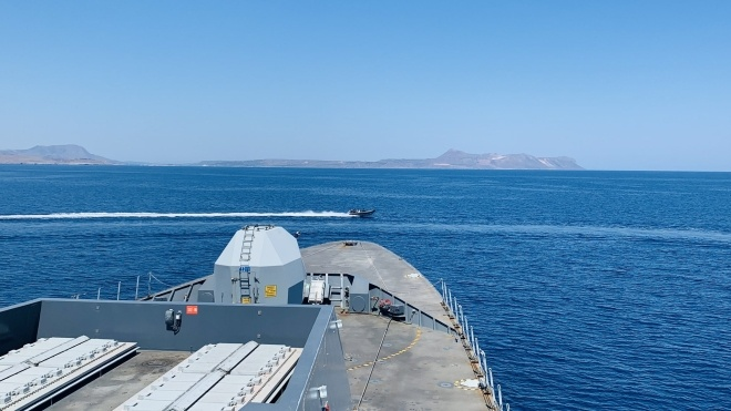 Российские корабли и самолеты выстрелами останавливали британский эсминец у берегов Крыма