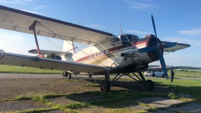 В Житомирской области задержали самолет, который незаконно прилетел из Румынии. Ан-2 пытался уйти от пограничников