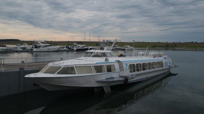 Річкою Дніпро запустять швидкісні катери «Ракета». Вони курсуватимуть між областями