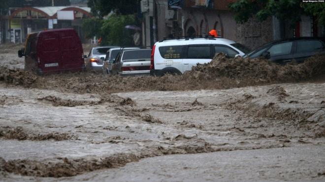 У Ялті через потоп загинула одна людина, ще 18 — травмовані