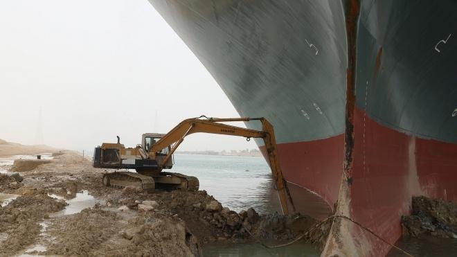 Британец ради смеха сделал сайт, на котором можно узнать, убрали из Суэцкого канала застрявший контейнеровоз или нет