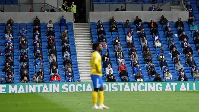 В Британии футбольным болельщикам разрешили вернуться на стадионы
