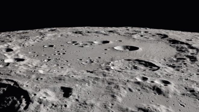 На Місяці випадково виявили воду. Тепер астрономи намагаються зрозуміти, звідки вона там взялася