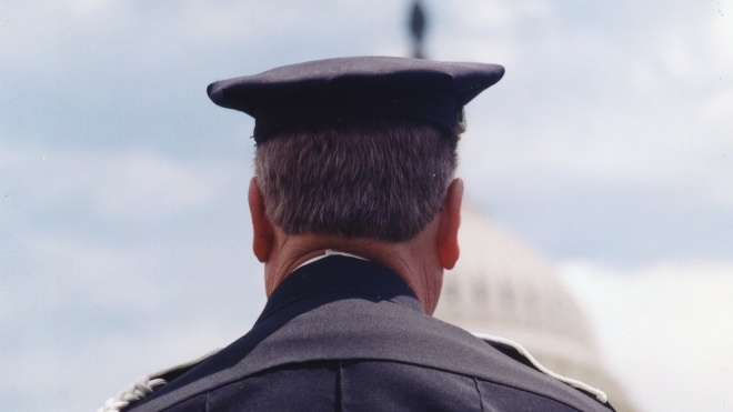 У США помер поліцейський, якого поранили під час штурму Конгресу. Глава поліції Капітолія піде у відставку