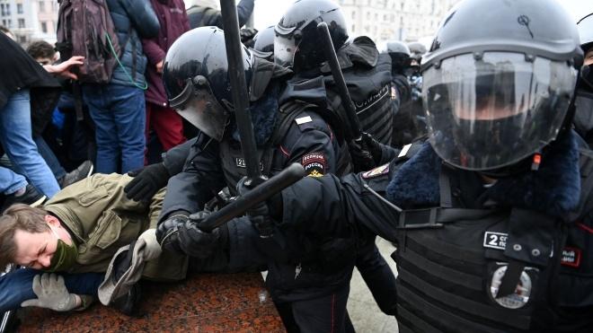 У Росії пройшли акції на підтримку Олексія Навального. По всій країні «ОМОН» бив людей і «пакував» їх в автозаки. Ось як це було — текстова трансляція