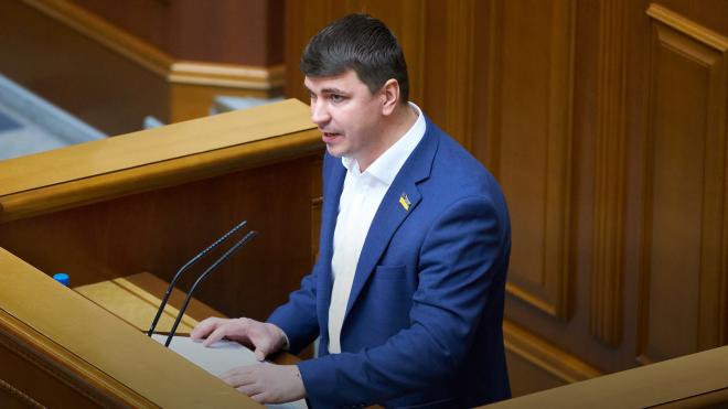 Після смерті депутата Антона Полякова в Раді почався скандал. Одні вважають його ворогом, інші співчувають. Ким він був, за що голосував і чим запам'ятався — довідка «Бабеля»