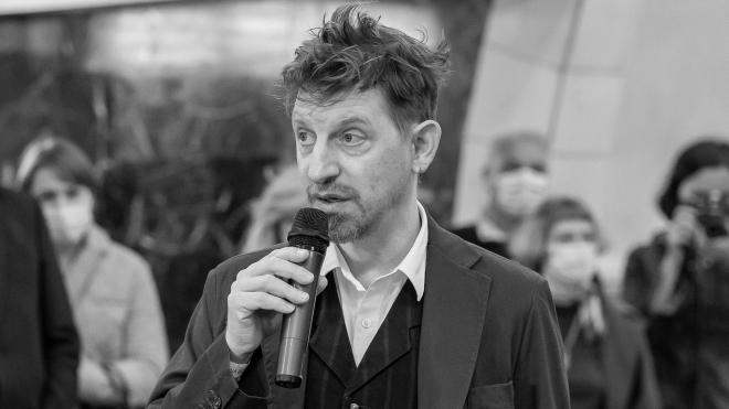 В Украине (не без скандала) выходит роман «Благоволительницы» о расстрелах в Бабьем Яру. Его автор Джонатан Литтелл рассказывает о критике, России, войне в Чечне и на Донбассе ― интервью