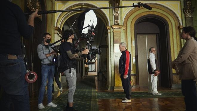 В Одесі знімають кримінальну комедію — зі спецагентами, голлівудським актором і колишнім співробітником Моссаду. Як відбуваються зйомки під час пандемії — репортаж «Бабеля»