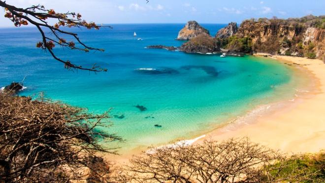 Райские острова у берегов Бразилии вновь открыты для туристов. Но только для переболевших коронавирусом