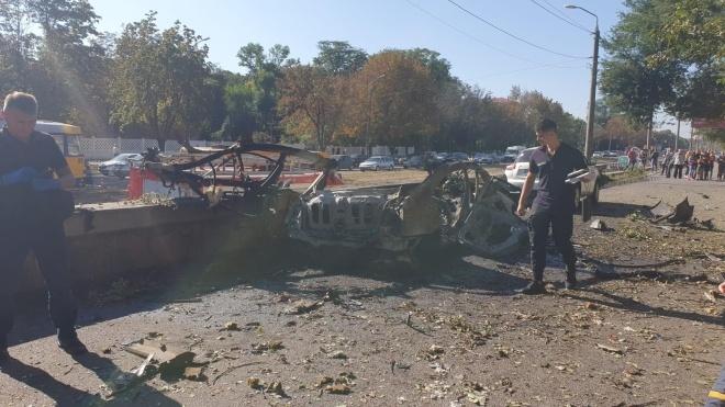 В Днепре взорвался автомобиль с двумя людьми в салоне
