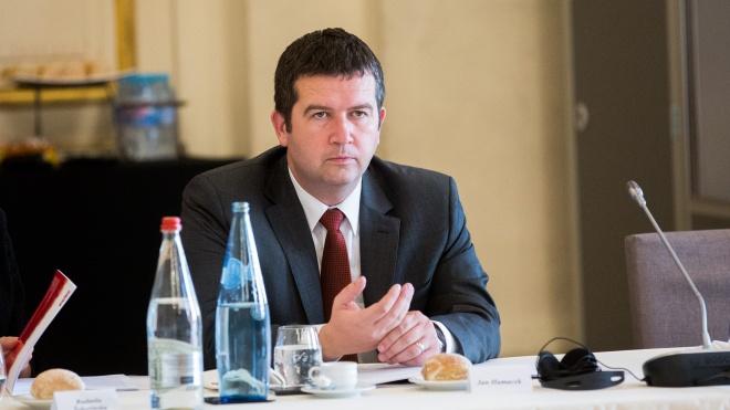 Глава МВС Чехії спростовував слова президента Земана про «дві версії» вибуху складу боєприпасів — розглядають тільки причетність Росії