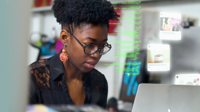 Що подивитися у вихідні. Новий серіал автора «Баффі», документальна стрічка про расизм у програмному коді та супергеройська комедія з зіркою серіалу «Дівчата Гілмор»
