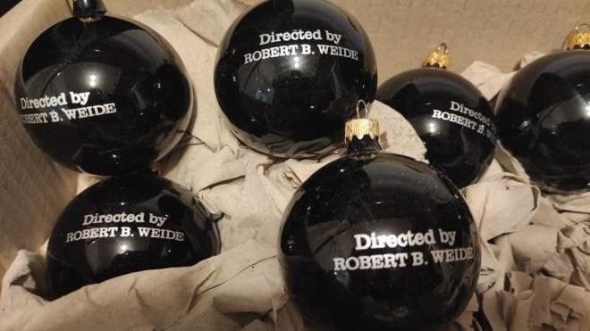 Головред «Бабеля» зробив кульки на ялинку з написом Directed by Robert B. Weide. І режисер йому відповів
