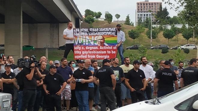 В Грузии умер телеоператор, которого избили на акции ЛГБТ