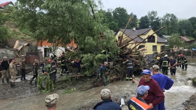 Рятувальники попередили про загрозу зсувів ґрунту через сильні зливи на Закарпатті