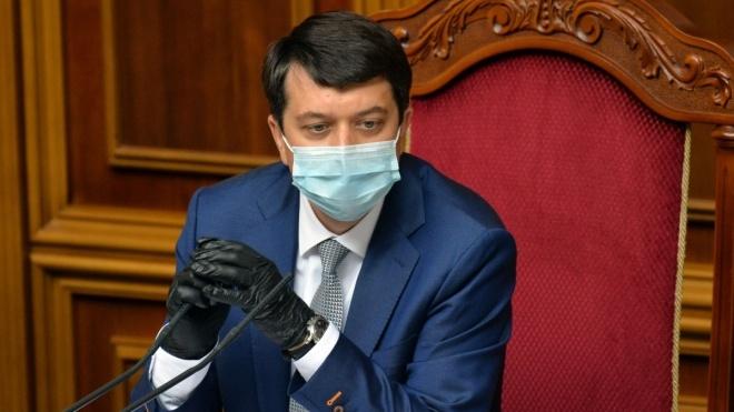 Спікер Ради Разумков удруге захворів на коронавірус. Ще місяць тому він відмовлявся вакцинуватися