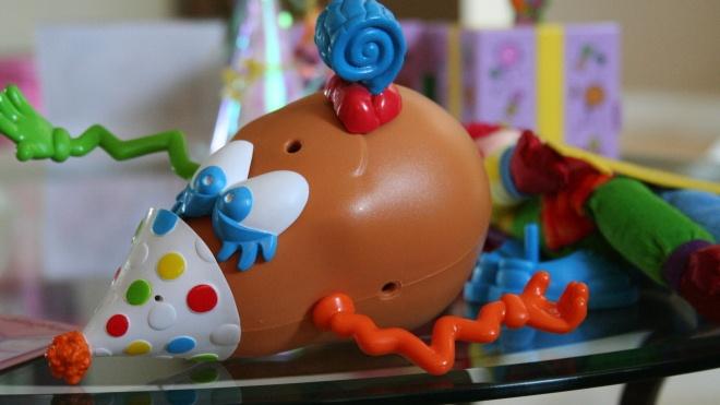 Американські консерватори вбачають у ребрендингу культової іграшки «Картопляна Голова» кастрацію і трансгендерність