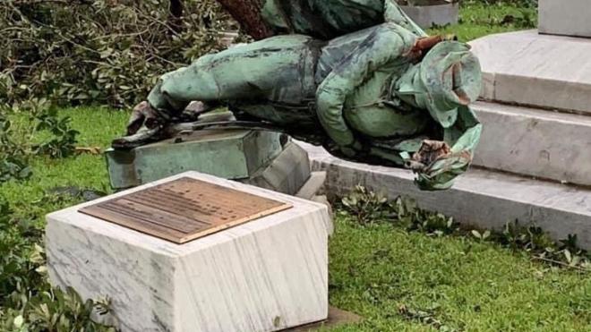 «Божа воля». У США ураган повалив пам'ятник, який не дозволили демонтувати активістам Black Lives Matter
