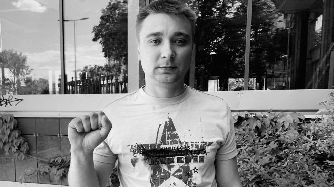 Білорус Дмитро Лукомський тижнями ховався від міліції (у лісі!), пережив катування, але встиг виїхати в Україну. Хоча ще два роки тому навіть не був опозиціонером. Ось його історія, яка більше схожа на кіно