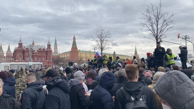 В Москве и Санкт-Петербурге начались задержания участников акций в поддержку Навального