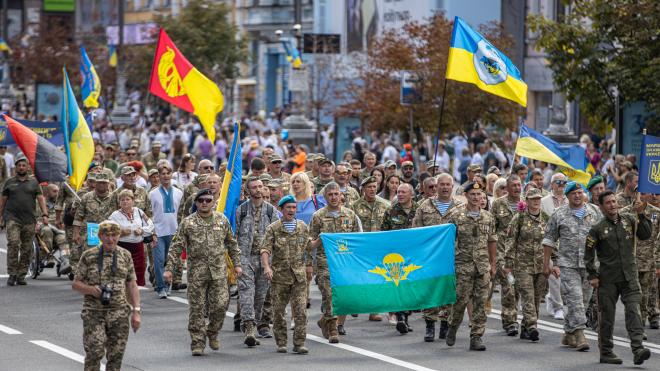 50 тисяч людей вийшли на Марш захисників України: вони пройшли Києвом, від парку Шевченка до Софійської площі. Фотографії