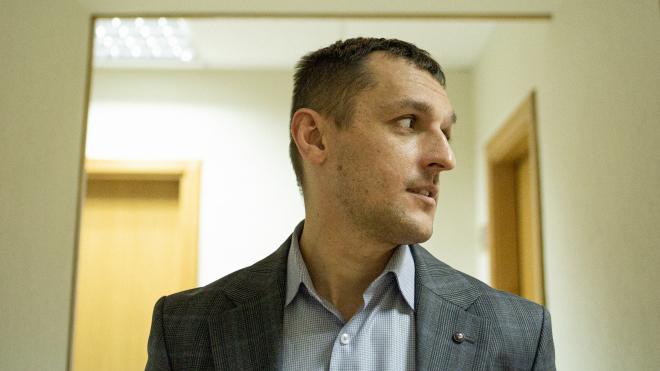 «Прокурори і детективи працюють на смітник». В. о. голови САП Максим Грищук захищав Донецький аеропорт від сепаратистів, тепер — своє відомство від влади і генпрокурора. Велике інтерв'ю