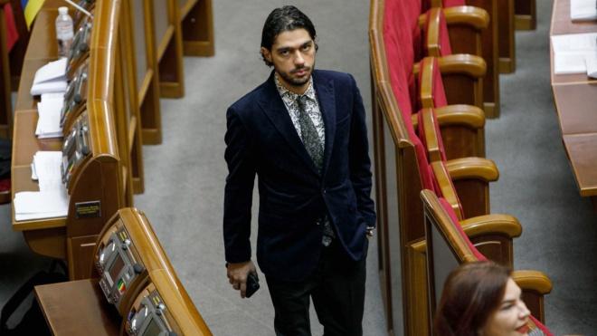 Разумков оголосив про виключення Лероса з фракції «Слуги народу». Зеленський назвав його «хабарником» і «зрадником»