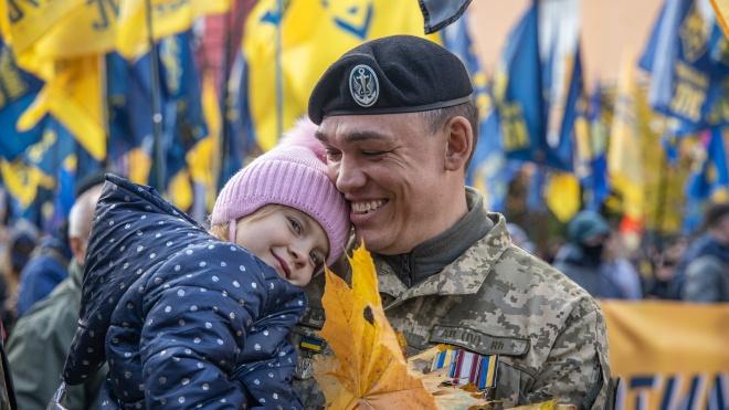 Марш до Дня захисників і захисниць України: десять тисяч людей пройшли Києвом — обов'язково подивіться фото, як це було