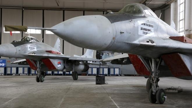 Балканські ЗМІ: Український літак перевіз винищувачі з підсанкційної Білорусі до Сербії