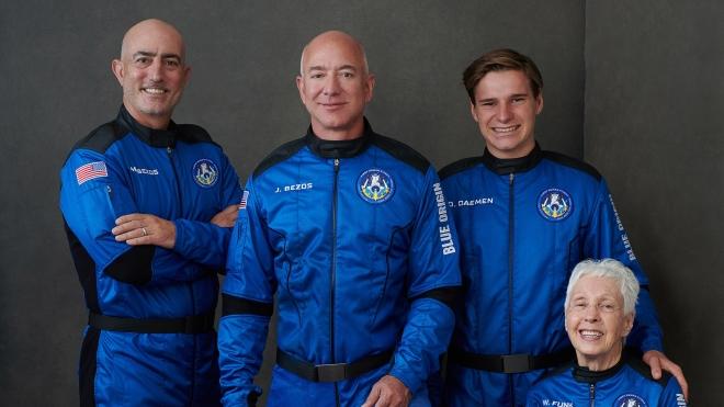 Засновник Amazon Джефф Безос полетів у космос — це було мрією усього його життя