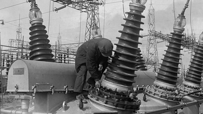 Сто лет назад Ленин решил построить «светлое социалистическое будущее» с помощью электричества — плана ГОЭЛРО. Вспоминаем, как появились первые электростанции Донбасса и ДнепроГЭС (в архивных фото)