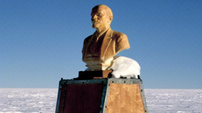 Спекотно? А знаєте, кому зараз холодно? Зустрічайте — найпівденніший пам'ятник Леніну. Колись він був об'єктом паломництва ― а зараз його поступово поглинає лід (Спойлер: у статті є Playboy і танці!)