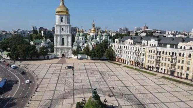 Дрифт Red Bull на Софийской площади: ущерб оценен в 50 тысяч грн, гоночные автомобили хотят изъять