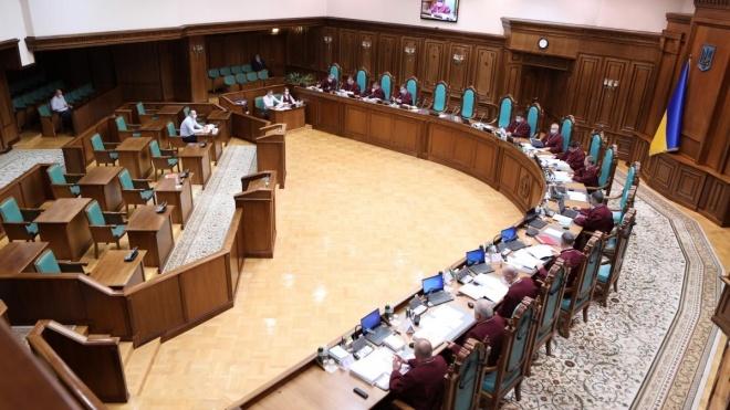 Нардеп Лерос: У Раді збирають підписи під закликом до суддів КС подати у відставку