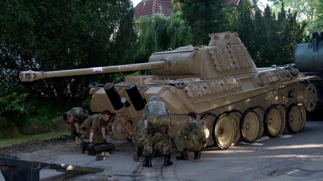 В Германии пенсионера оштрафовали на €250 тысяч. В его доме нашли танк времен Второй мировой войны