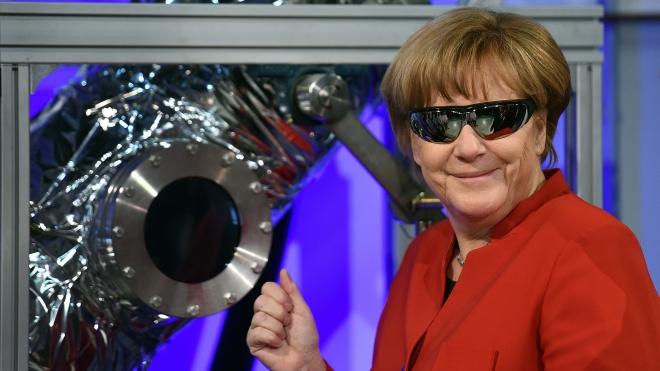 Ангела Меркель залишає посаду канцлера Німеччини після 16 років правління. Спершу їй пророкували поразку, а згодом вона стала найвпливовішою жінкою світу. Ось шлях Меркель у фотографіях