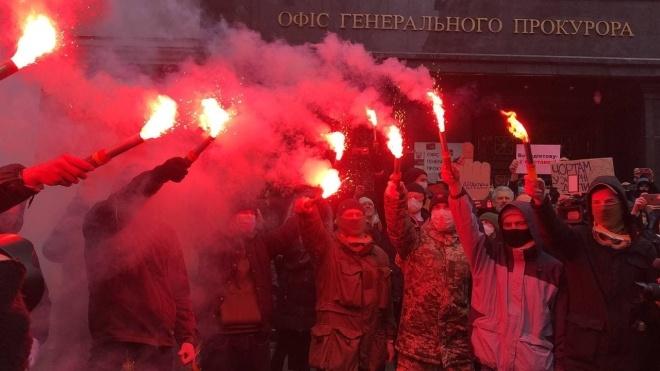 Протести біля ОП: Одного з учасників відправили під цілодобовий домашній арешт, іншому повідомили про підозру