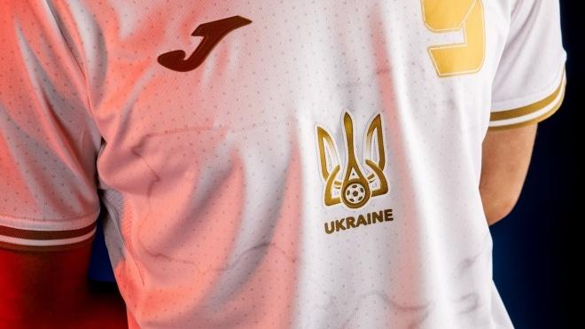 На британском ТВ ведущая назвала карту на форме сборной Украины «пятном» — в присутствии украинского посла