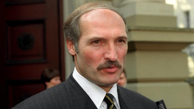 27 лет назад Александр Лукашенко впервые выиграл выборы в Беларуси. Тогда он критиковал коммунистов, обещал побороть коррупцию и сделать прессу свободной, а в свою команду набирал молодежь