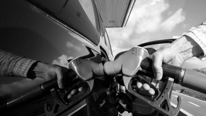 Кабмін вирішив регулювати ціни на бензин і багатьом це не подобається. А в інших країнах теж так роблять? Ще й як! Ось приклади з трьох різних континентів — з протестами, інфляцією і реформами