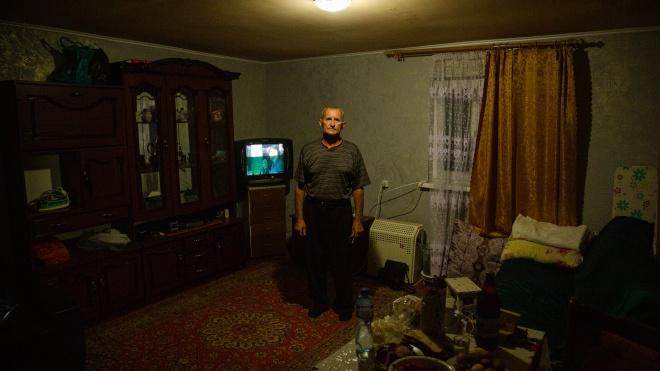 Восени 2020-го пожежі в Луганській області знищили кілька сіл. Ми зробили про це фоторепортаж, а рік по тому повернулися і зробили ще один. Ось як тепер живуть люди, яким всі обіцяли допомагати