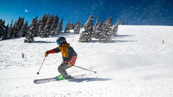 В Австрии закрывают горнолыжные курорты — несмотря на локдаун, они переполнены туристами