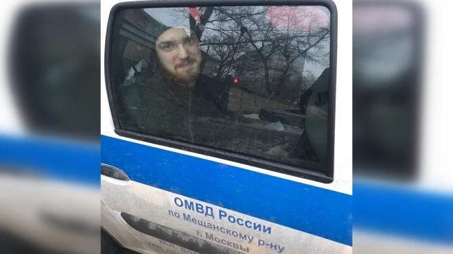 Затриманий на мітингу у Росії вже майже добу сидить у поліцейській машині — немає місць у спецприймальнику
